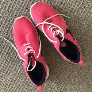 Pink nike roshe size 9